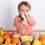 bayi makan sayuran
